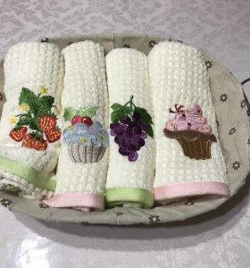 Кухонные полотенца в корзинке