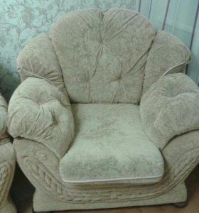 Диван и кресло на дачу или в офис