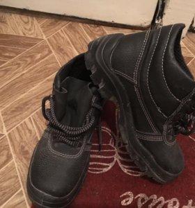 Ботинки одевались 2раза 37р-р так как малы