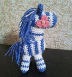 Лошадка вязаная