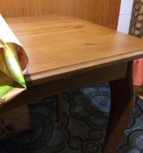 Стол и 2табурета