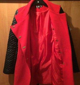 Весеннее пальто красное
