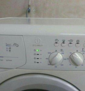 В продаже стиральная машина INDESIT на 7 кг.
