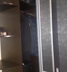 Шкаф. Кровать.