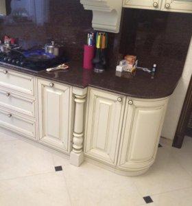 Кухонный гарнитур с порталом