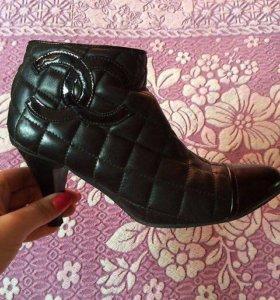 Полусапоги кожаные на каблуке