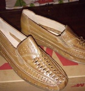 Туфли женские. Кожа.