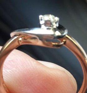 Золотое кольцо с бриллиантм