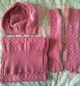 Комплект из шарфа, шапки и высоких перчаток
