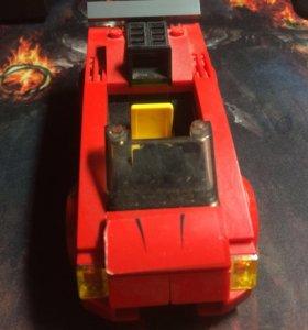 Лего красная бандитская машина
