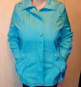 Голубая куртка на весну