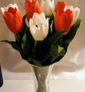 Тюльпаны ручной работы.