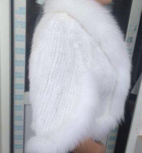 Мех-е пончо с рукавами,вязанное из белой норки