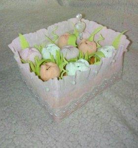 Коробочка цветов с конфетками