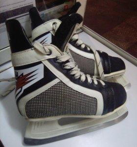 Хоккейные коньки 37размера