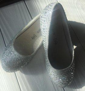Серебренные туфли 28 размер
