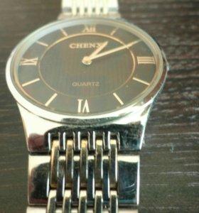 Удобные часы в идеальном состоянии .