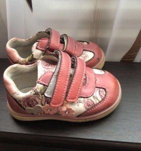 Кроссовки на девочку 20 размер