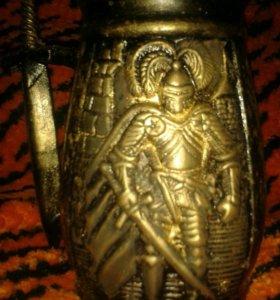 Рыцарская кружка с кинжалом под старину