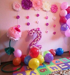 Декор стен бумажными цветами. Обьемная цифра.
