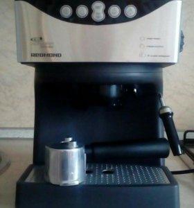 Кофеварка рожковая Redmond