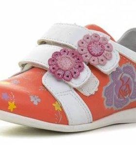 Туфли полуботинки  на девочку новые
