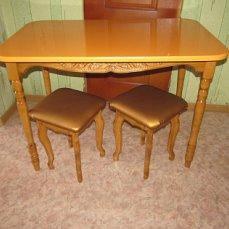 стол и табуретки 2-ух типов