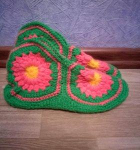 Домашние носки, вязанные собственноручно.