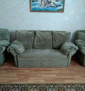 Диван раздвижной и два кресла