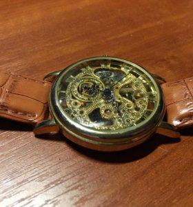Часы прозрачные Goer