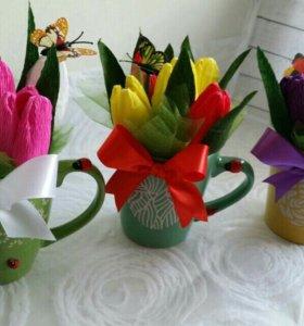 Кружки с тюльпанами и конфетами