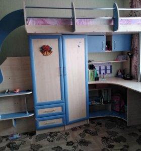 Кровать-чердак с шкафом и школьным уголком