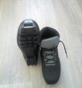 Ботинки лыжные 42 размер