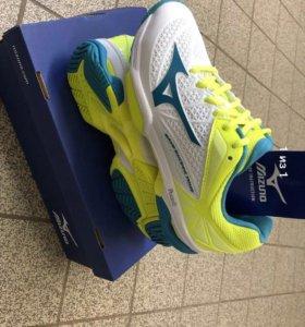 Кроссовки для тенниса Mizuno
