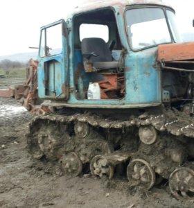 Плантажный плуг и трактор