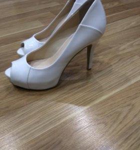 Туфли белые с открытым носиком (новые)