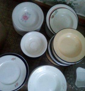 Керамические тарелки , миски