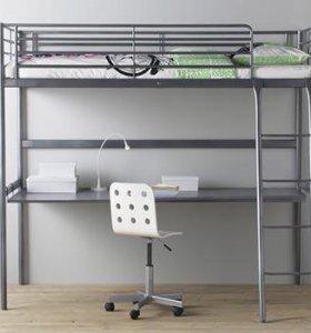 Двухъярусная кровать со столом и матрасом Икеа