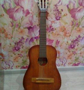 Детская маленькая акустическая гитара