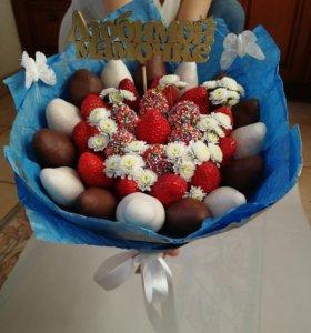 Подарок букеты цветы клубника  8 марта