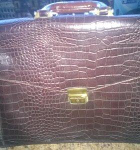 Портфель из кожи крокодила
