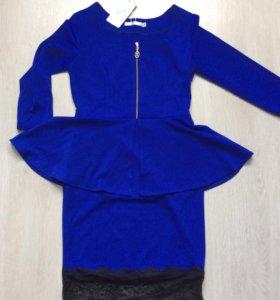 Новое с биркой синее платье с кружевом