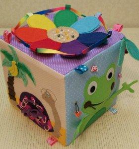 Развивающие кубики и книжки.