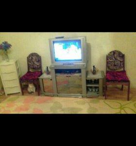 Телевизор + подставка+ стулья 3штуки..