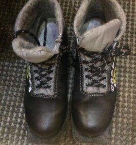 Обувь для лыж + крепление на лыжи.