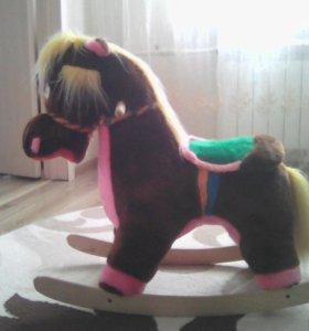 Детская качалка (лошадка)
