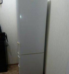 Продам двухкамерный холодильник