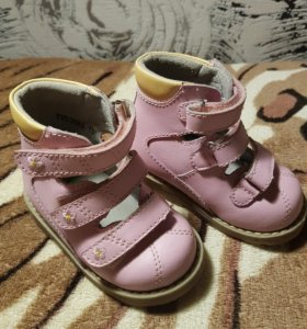 Ортопедические ботиночки на девочку.