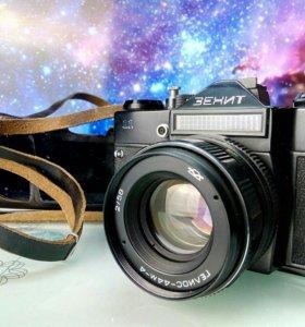 Фотоаппарат Зенит 11 с объективом Гелиос-44м-4