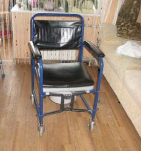 Инвалидная коляска Armed с санитарным оснащением